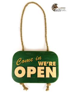 kapıya asılan açık kapalı yazısı